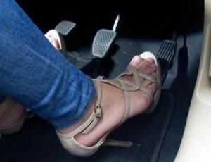 chân ga ô tô