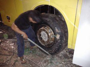 Cứu hộ lốp trong đêm của nhân viên chúng tôi