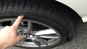 cứu hộ lốp ô tô khi xe bị thủng lốp