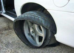 cứu hộ lốp ô tô bị nổ trên đường Phan Trọng Tuệ Hà Đông.