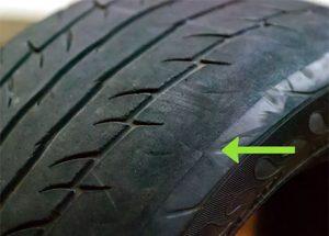 Lốp ô tô mòn một khoảng