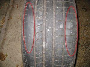 Lốp ô tô mòn  không đồng đều khi ta không đảo lốp.