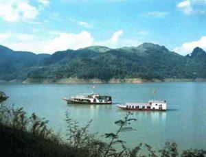 Hồ Hòa Bình điểm đến của mọi người