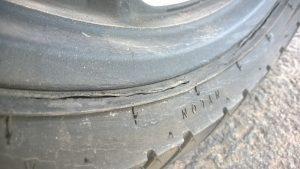 Lốp ô tô bị nứt bạn có biết?
