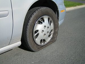 Hãy gọi cứu hộ lốp ô tô huyện Thường Tín khi gặp sự cố trên  đường qua đây.