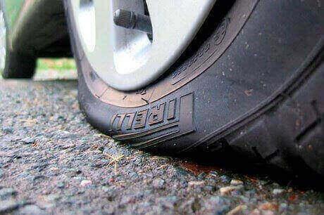 Xịt lốp tại thanh trì hãy gọi cứu hộ lốp ô tô huyện thanh trì.