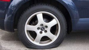 Thủng lốp trên đường Đông Anh hãy gọi cứu hộ lốp ô tô Đông Anh.