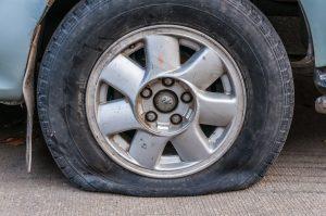 Xe hết hơi có ngay dịch vụ cứu hộ lốp ô tô Hà Nội uy tín, trách nhiệm phục vụ 24/24h.