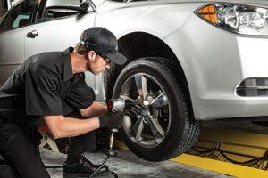 Thay lốp ô tô Hà Nội phục vụ mọi nơi, khắc phục sự cố lốp trên đường.