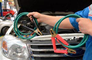 Câu nổ cho xe khi hết ắc quy ô tô.